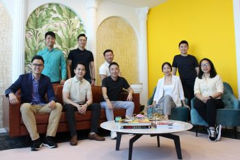 Eric Cheng, Co-founder and Group CEO of Carsome (seated 3rd from right); Juliet Zhu, Group CFO of Carsome (seated 2nd from right) & Carsome's Senior Management Team